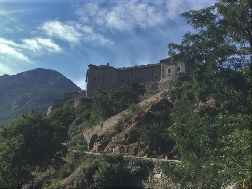 あの映画のロケ地としても有名!ヴァッレ・ダオスタ州、バールの要塞 イタリア観光ガイド
