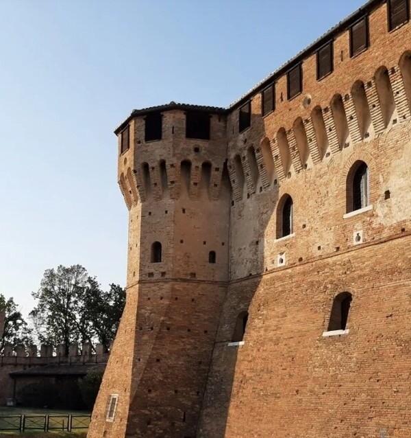 イタリア人たちが愛してやまない名城。マルケ州、グラダーラ城|イタリア観光ガイド