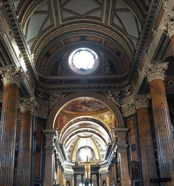 神殿のような柱がいっぱい!ピエモンテ州ノヴァーラのドゥオーモ イタリア観光ガイド