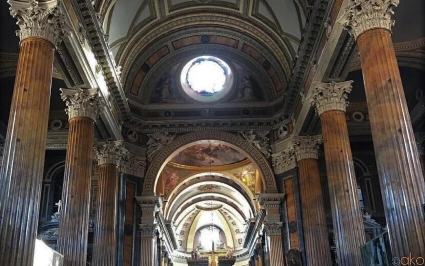 神殿のような柱がいっぱい!ピエモンテ州ノヴァーラのドゥオーモ|イタリア観光ガイド
